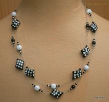 Černo-bílý náhrdelník z korálek
