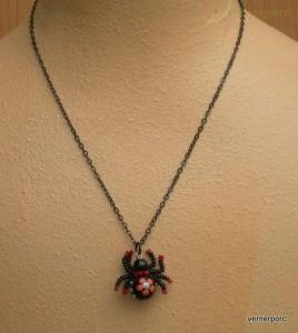 Náhrdelník pavouček štěstí červený