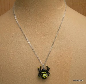 Náhrdelník pavouček štěstí žlutý