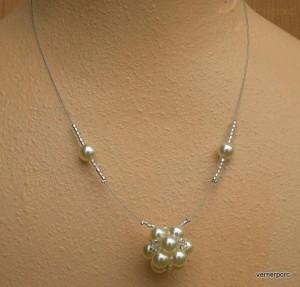 Náhrdelník z bílých perliček