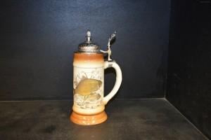 Pivní korbel s cínovým víkem 0,5l. dekor kapr