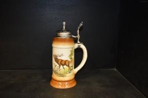 Pivní korbel s víkem 0,5l. dekor jelen I.