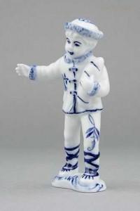 Porcelánová figurka - Chlapec