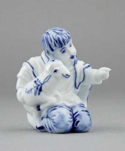 Porcelánová figurka - Chlapeček s ovečkou