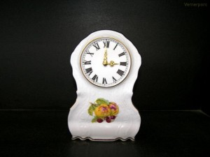 Porcelánové hodiny Bernadotte, stojací s ovocem 20cm