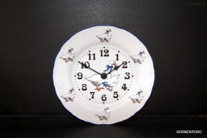 Porcelánové hodiny talířové Ofelie, dekor Husa 25cm