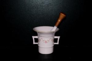 Porcelánový hmoždíř s tloukem, růžový porcelán, 0,22 l. 158