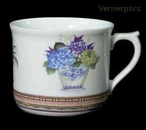 Velký porcelánový hrnek s potiskem květin 0,7 l.