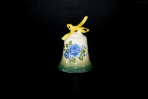 Zvonek zelený nástřik s květy 9cm.