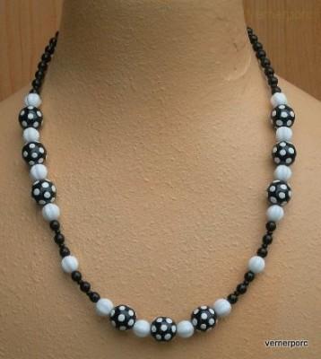 Černobílý náhrdelník z kuliček MČ