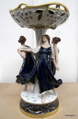 Mísa na ovoce, s dívkami v modrých šatech Royal Dux Bohemia