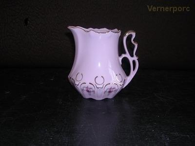Porcelánová mlékovka kávová, Lenka Thun