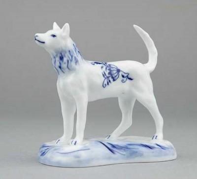 Porcelánová figurka - Pes na podstavci Český porcelán