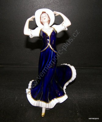Porcelánová soška dívky s kloboukem v modrých šatech Royal Dux Bohemia