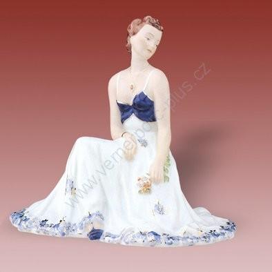 Porcelánová soška sedící dívky Royal Dux Bohemia