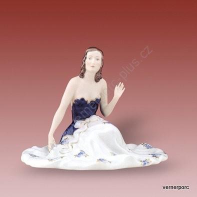 Porcelánová soška sedící dívky v modrých šatech Royal Dux Bohemia