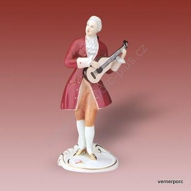 Porcelánová soška hudebníka z rokoka s purpurovým kabátkem Royal Dux Bohemia