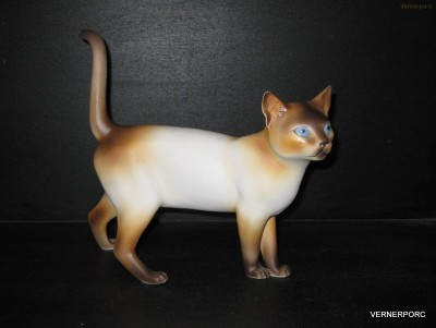 Porcelánová soška kočky Royal Dux Bohemia