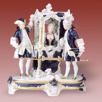 Porcelánová soška nosítek Royal Dux Bohemia