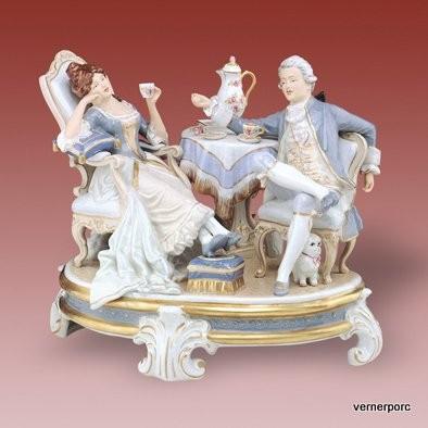 Porcelánová soška odpoledního čaje Royal Dux Bohemia