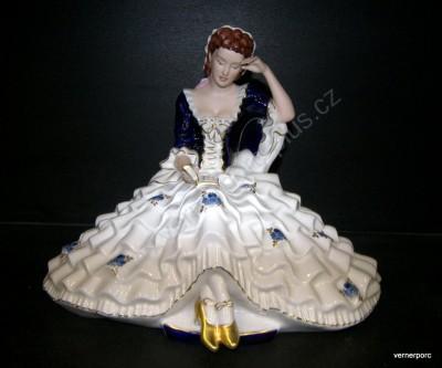 Porcelánová soška slečny s knihou Royal Dux Bohemia
