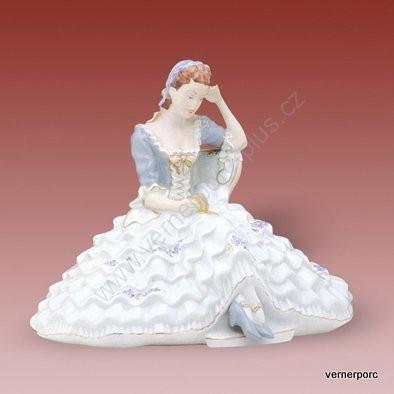 Porcelánová soška slečny s knihou a velkou sukní Royal Dux Bohemia