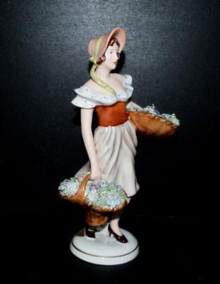 Porcelánová soška slečny s košíky Royal Dux Bohemia