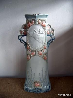Porcelánová váza s jelenem Royal Dux Bohemia