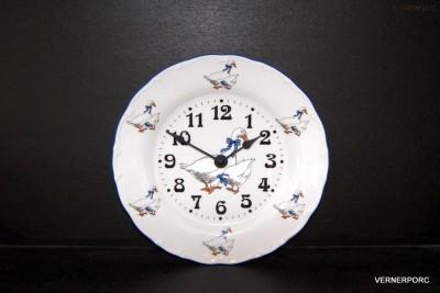 Nástěnné porcelánové hodiny Ofelie, dekor Husa Moritz Zdekauer