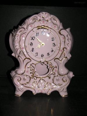 Porcelánové stojací hodiny krbové 32 cm Leander Loučky
