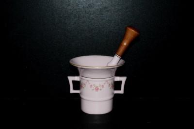 Porcelánový hmoždíř s tloukem, růžový porcelán, 0,22 l. 158 Leander Loučky